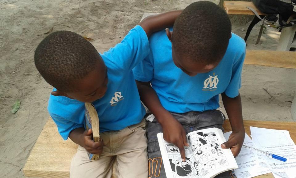 Enfants à la bibliothèqye de Côte Malève